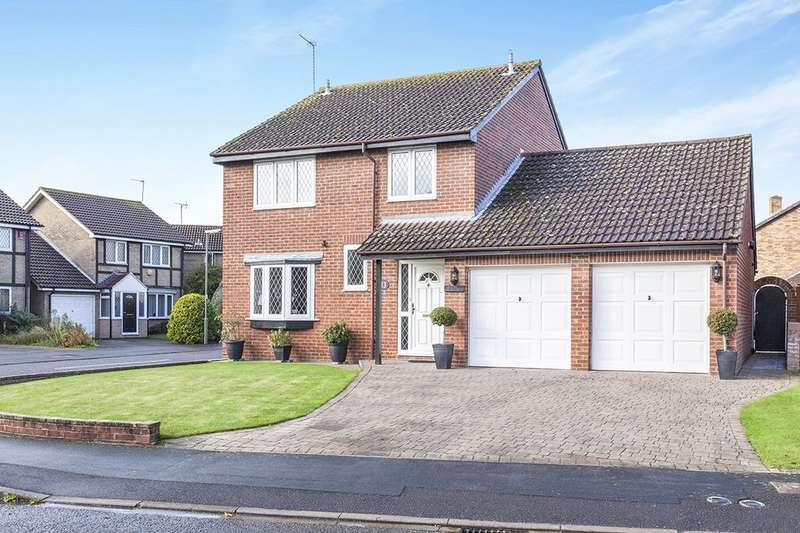 4 Bedrooms Detached House for sale in Quincy Road, Egham, TW20