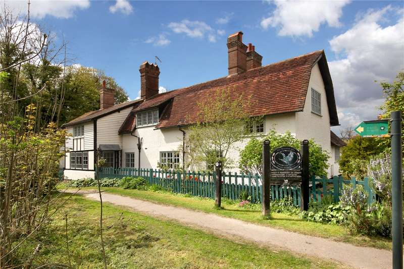 5 Bedrooms Detached House for sale in Halton Village, Aylesbury, Buckinghamshire, HP22
