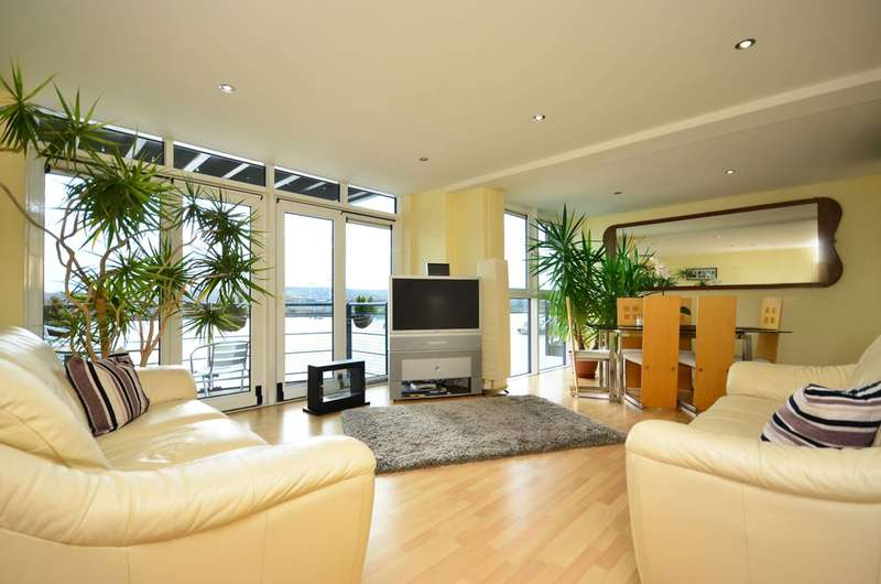 3 Bedrooms Flat for sale in Sheerness Mews, Silvertown, E16