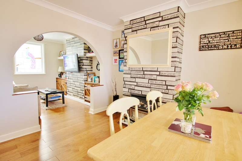 3 Bedrooms Semi Detached House for sale in Wakefield Road, Midanbury
