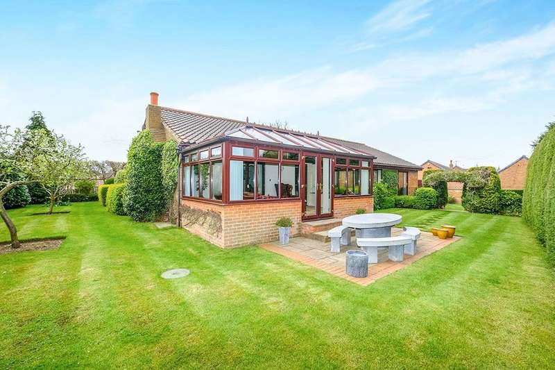 4 Bedrooms Detached Bungalow for sale in Hall Farm Croft, Dinnington, S25