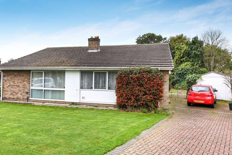2 Bedrooms Bungalow for sale in Denman Drive, Ashford, TW15
