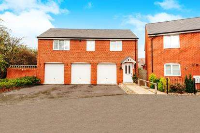 2 Bedrooms Detached House for sale in Ossulbury Lane, Aylesbury, Buckinghamshire, England