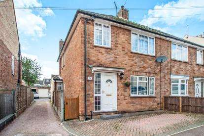 4 Bedrooms Semi Detached House for sale in Cowper Road, Hemel Hempstead, Hertfordshire, .