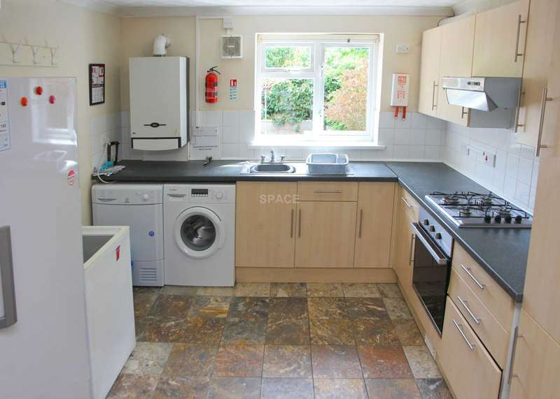 6 Bedrooms Semi Detached House for rent in Christchurch Road, University, Reading, Berkshire, RG2 7AD