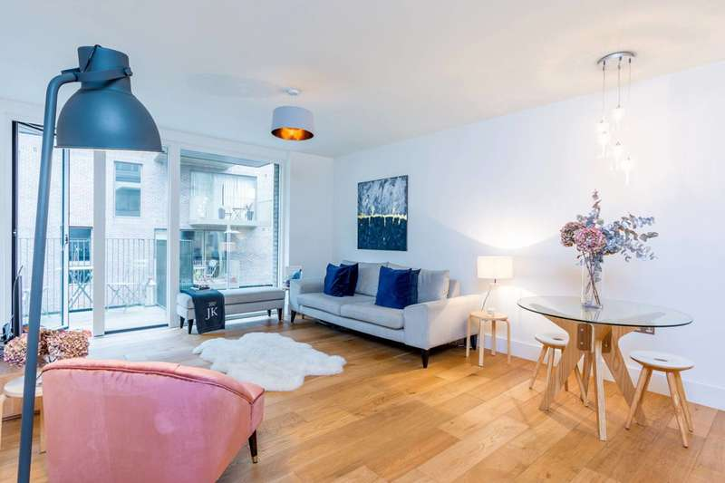 2 Bedrooms Flat for sale in Durham Wharf Drive, Brentford, TW8