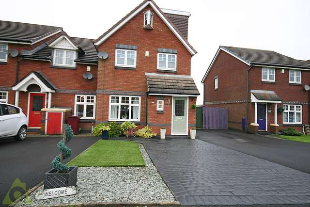 4 Bedrooms Semi Detached House for sale in Ingleby Close, Westhoughton, BL5
