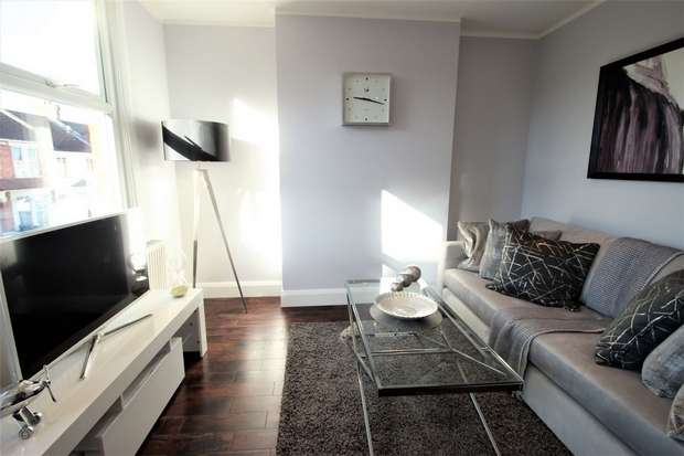 2 Bedrooms Flat for sale in Springfield Road, Harrow, Middlesex