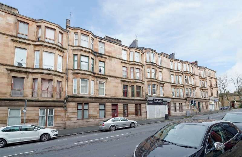 2 Bedrooms Ground Flat for sale in Cathcart Road, Glasgow, G42 8UA