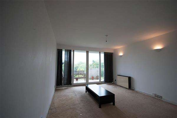 2 Bedrooms Apartment Flat for sale in Hadleigh Court, Crescent Road, North Chingford