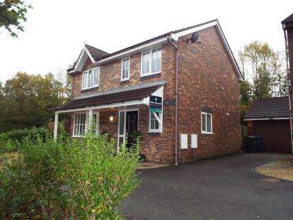 4 Bedrooms Detached House for sale in Ashdown Drive, Clayton-Le-Woods, Chorley, Lancashire, PR6
