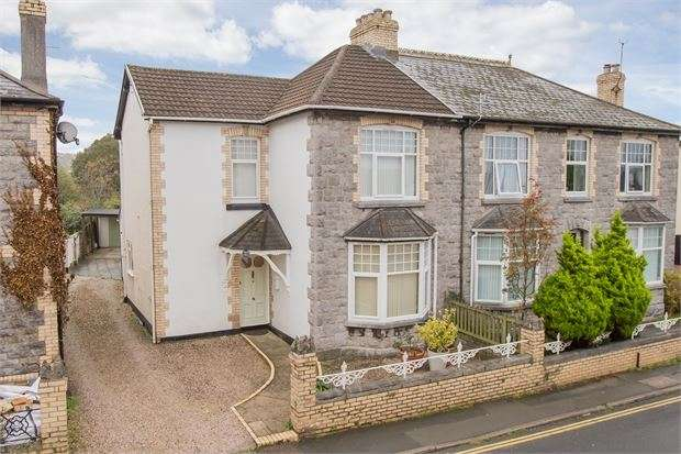 4 Bedrooms Semi Detached House for sale in Exeter Road, Kingsteignton, Newton Abbot, Devon. TQ12 3HX