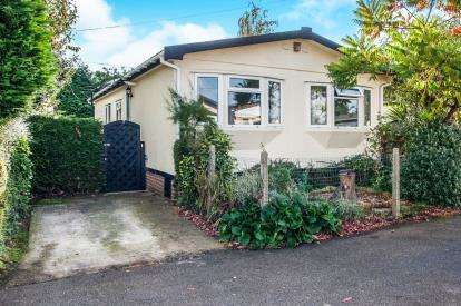 3 Bedrooms Mobile Home for sale in Whelpley Hill, Whelpley Park, Chesham, .