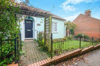 3 Bedrooms Detached House for sale in Halesworth, Suffolk