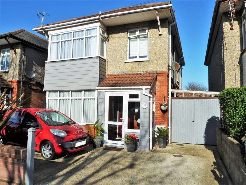 3 Bedrooms Detached House for sale in Cowper Road, Moordown, Bournemouth