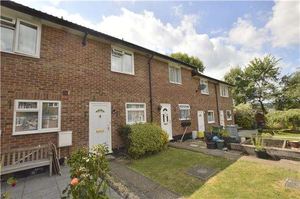 2 Bedrooms Terraced House for sale in Spencer Way, REDHILL, RH1 5DQ