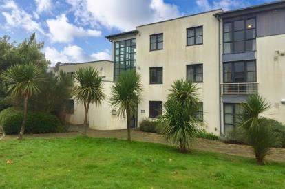 1 Bedroom Flat for sale in Sandy Hill, St Austell, Cornwall