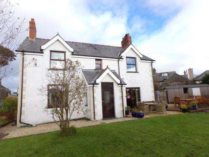 4 Bedrooms Detached House for sale in Cerrigydrudion, Corwen, Conwy, LL21