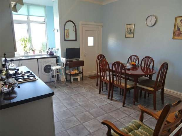2 Bedrooms Terraced House for sale in Hodgson Street, Darwen, Lancashire