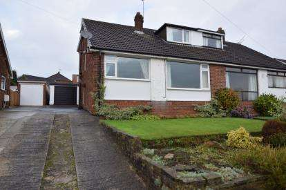 3 Bedrooms Bungalow for sale in Daleside Grove, Pudsey, Leeds, West Yorkshire