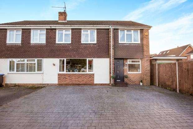 4 Bedrooms Semi Detached House for sale in Byfleet, Surrey