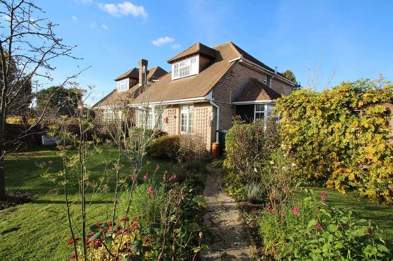 4 Bedrooms Chalet House for sale in Rowland Road, Fareham