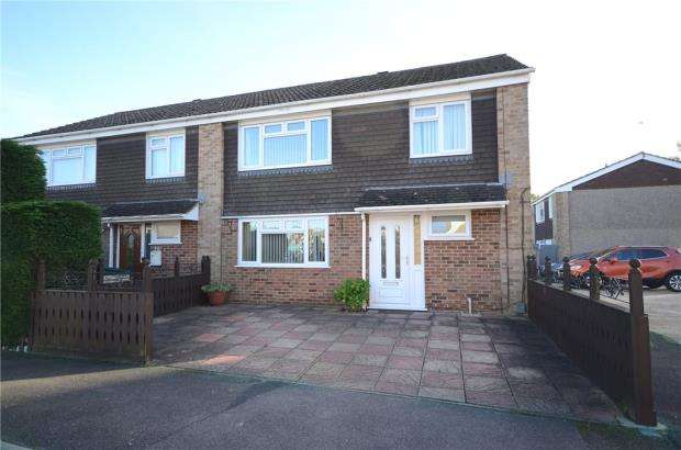4 Bedrooms Semi Detached House for sale in Andover Way, Aldershot, Hampshire
