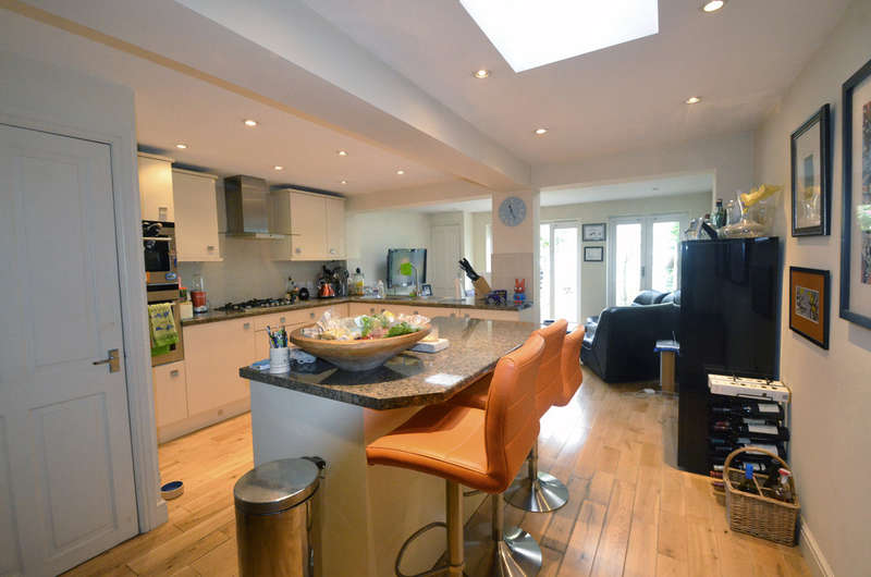 3 Bedrooms Terraced House for sale in Navarino Grove, E8 1AJ