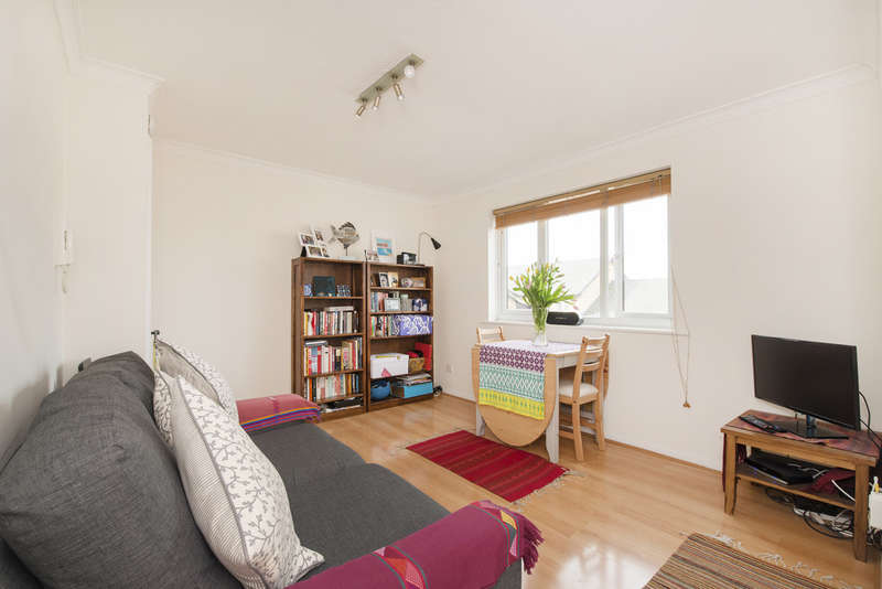 1 Bedroom Flat for sale in Albany Court, Trenmar Gardens, College Park NW10