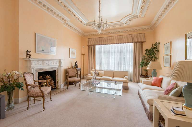 3 Bedrooms Flat for sale in Eton Avenue, Belsize Park