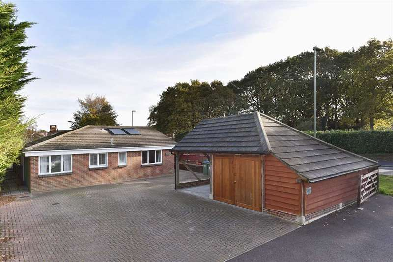 4 Bedrooms Bungalow for sale in LOCKSWOOD ROAD, LOCKS HEATH