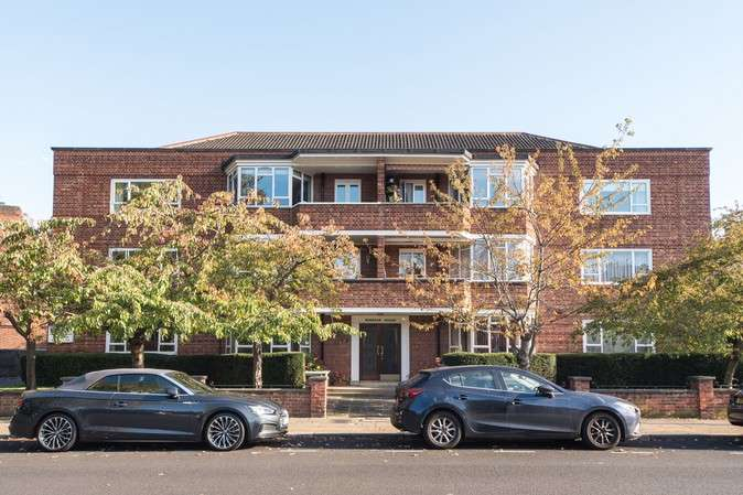 2 Bedrooms Flat for sale in Windsor House, Heathfield Gardens, Chiswick