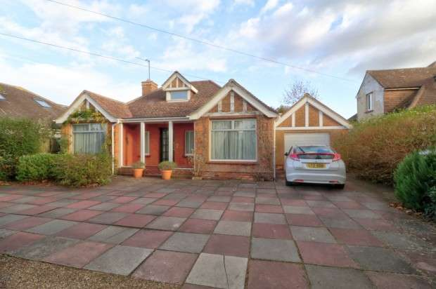 2 Bedrooms Bungalow for sale in Eastbourne Road, Eastbourne, BN20