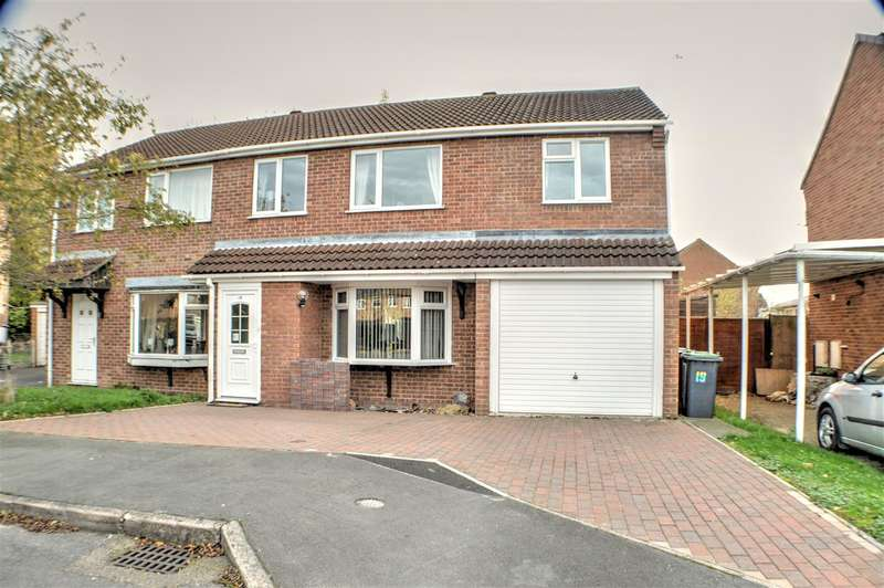 4 Bedrooms Semi Detached House for sale in Ambleside Close, Sleaford