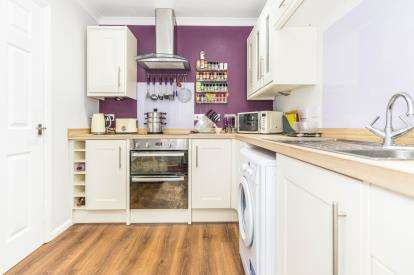 2 Bedrooms Flat for sale in Browning Court, Kipling Close, Malvern, Worcester