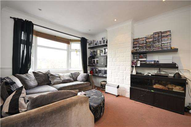 2 Bedrooms Flat for rent in Green Wrythe Lane, Carshalton, Surrey
