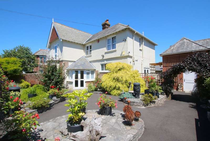 4 Bedrooms Detached House for sale in New Street, Lymington, Hampshire