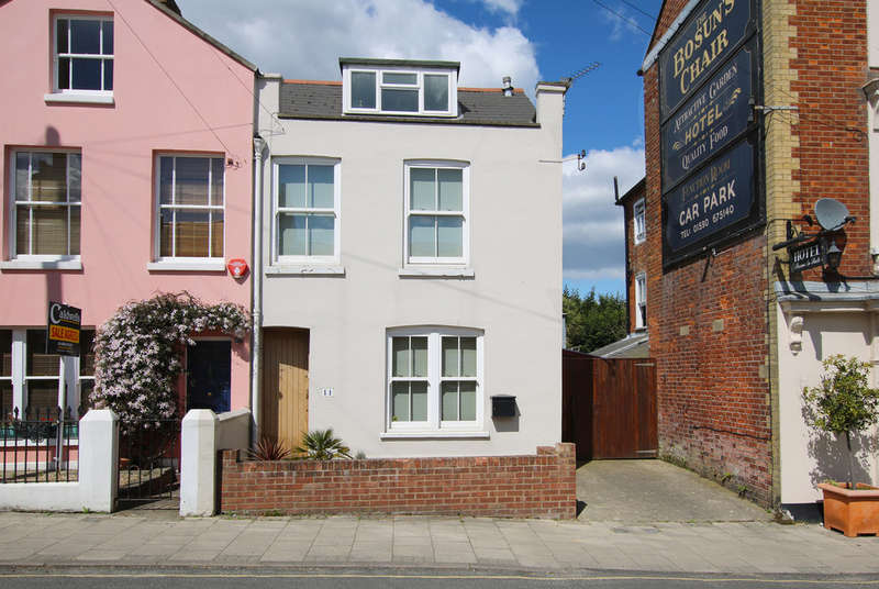 3 Bedrooms End Of Terrace House for sale in Station Street, Lymington, Hampshire