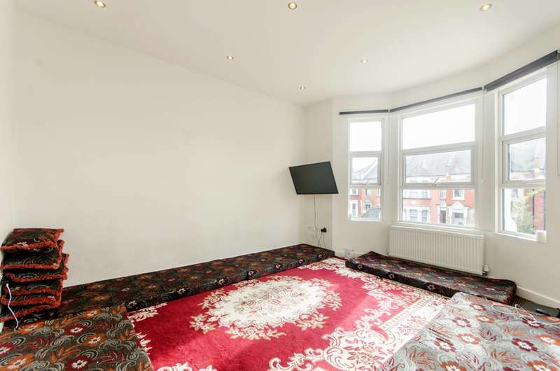 3 Bedrooms Maisonette Flat for sale in Chapter Road, Willesden Green, NW2