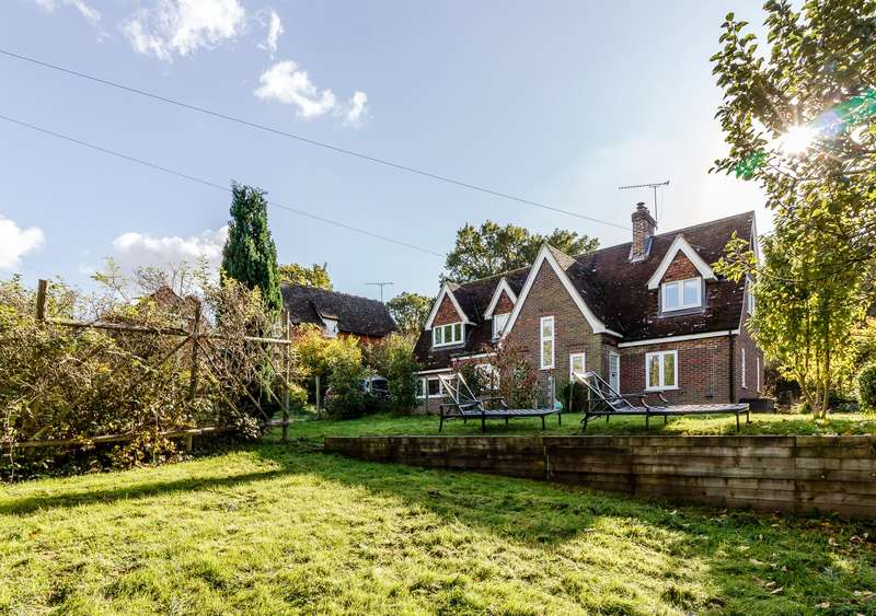 4 Bedrooms Detached House for sale in Dockenfield