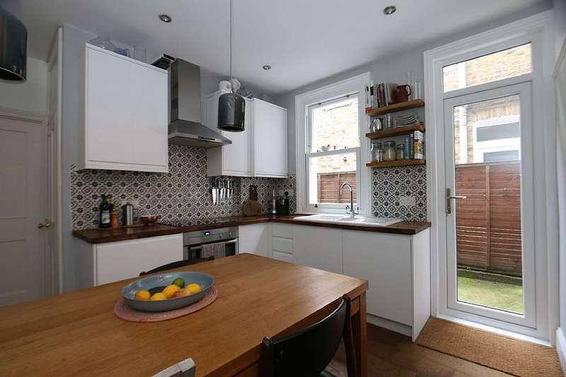 2 Bedrooms Ground Flat for sale in Dundalk Road, London, London, SE4