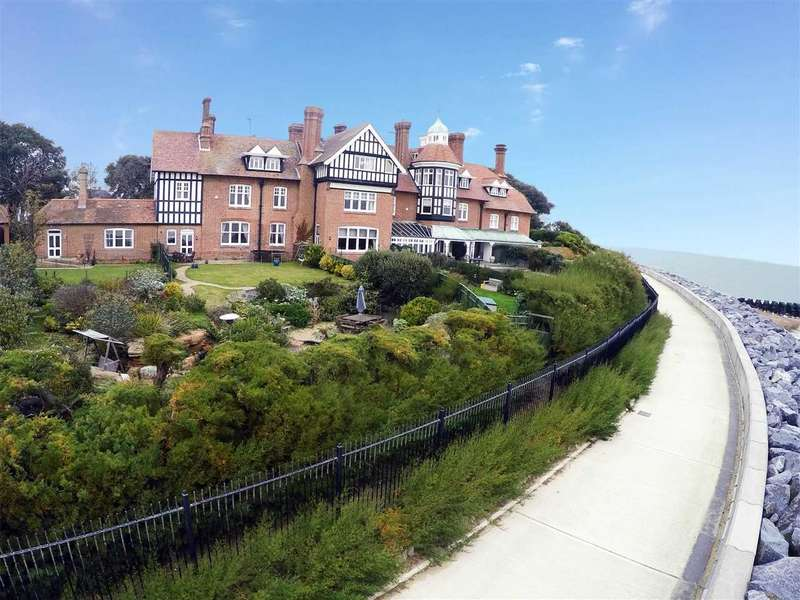 5 Bedrooms Town House for sale in Cranmer House, Maybush Lane, Felixstowe