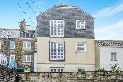 2 Bedrooms Flat for sale in Causewayhead, Penzance, Cornwall