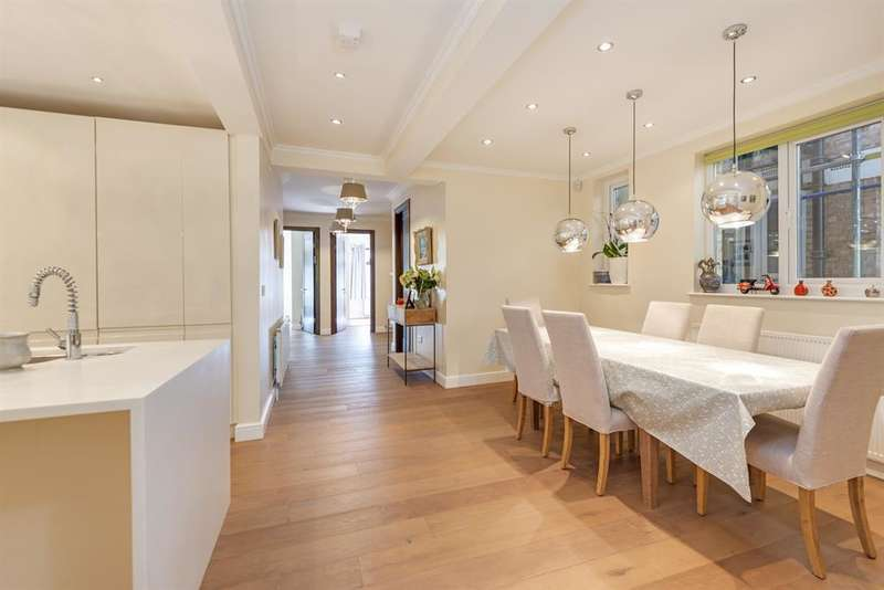 3 Bedrooms Apartment Flat for sale in Cholmley Gardens, London, NW6 1AG