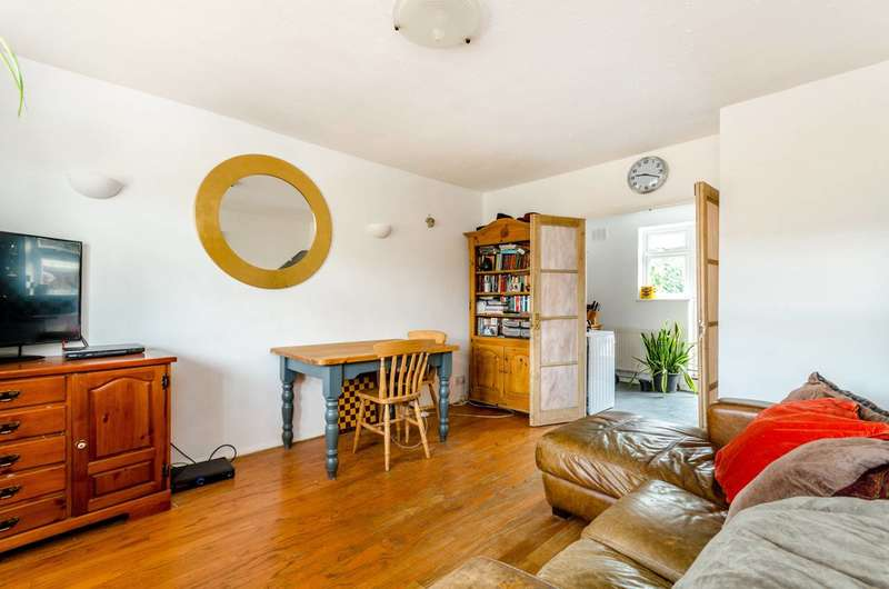 3 Bedrooms House for sale in Reed Close, Lee, SE12