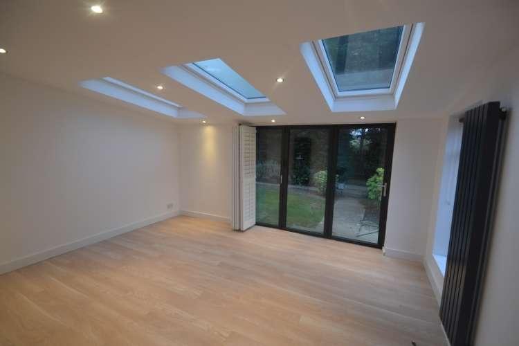 4 Bedrooms Maisonette Flat for rent in Lyme Farm Road Lee SE12