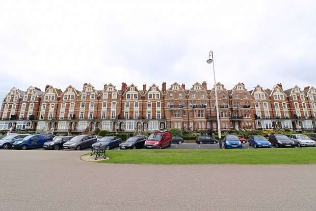 2 Bedrooms Apartment Flat for sale in Newdigate House, Knole Road, Bexhill-on-Sea, TN40