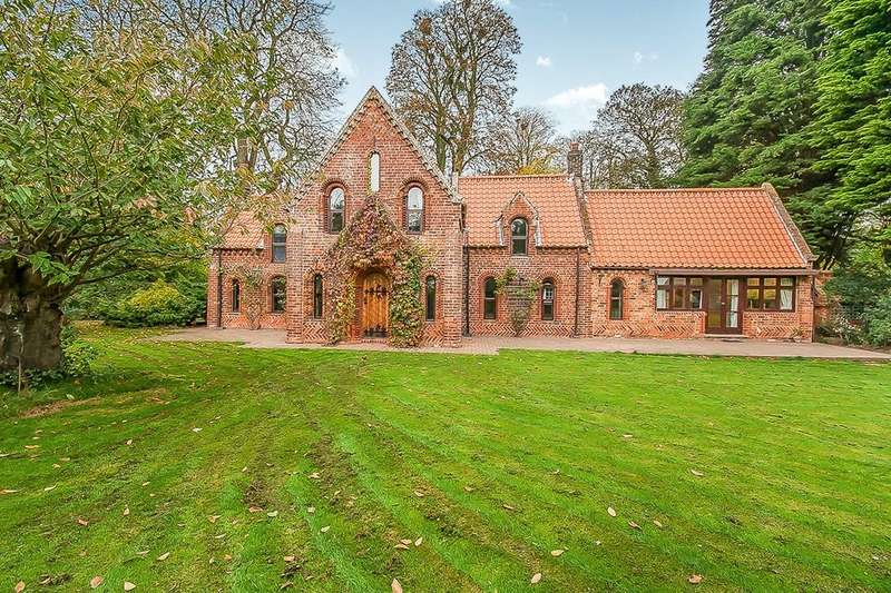 3 Bedrooms Detached House for sale in Church Lane, Marshchapel, Grimsby, DN36