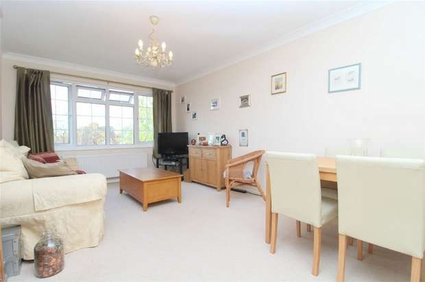 1 Bedroom Flat for sale in Waterloo House, Chertsey Road, Ashford, Middlesex