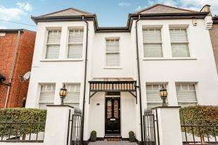 3 Bedrooms End Of Terrace House for sale in Churchfields, Beckenham, Kent, United Kingdom